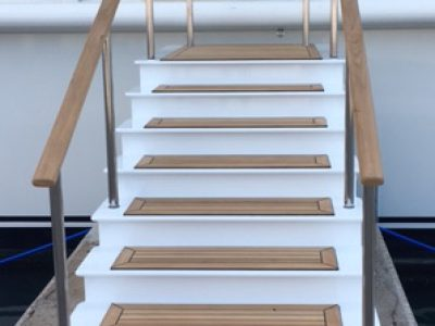 Boarding stairs feature